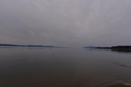 14曇った宍道湖