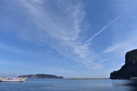 13空を切り裂く三本の雲
