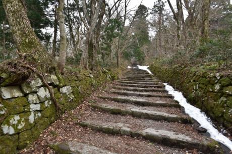 7石段を歩く