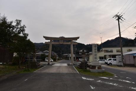 10宇津野神社へ