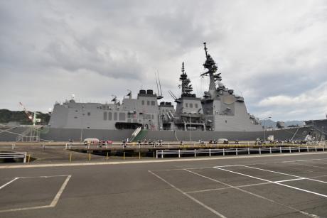 1自衛隊桟橋の護衛艦