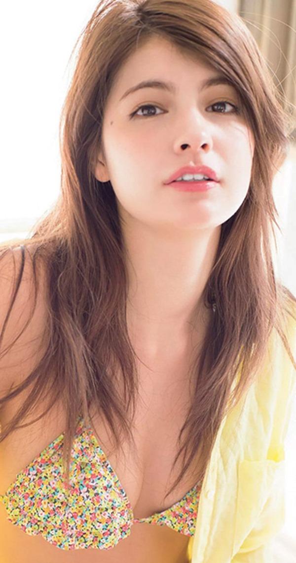 (マギー)23才ViViモデルが無毛告白(・ω・ノ)8頭身細身美しい乳ブラなしお乳