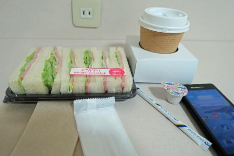 02三島駅で朝ご飯