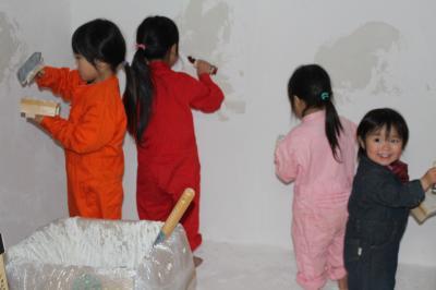 子どもたち漆喰塗2