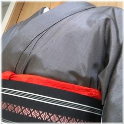 紬着物赤い帯揚げ