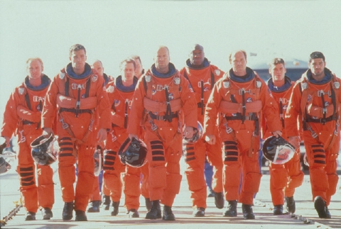 主人公たちがスペースシャトルに乗り込むシーン