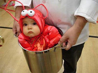 リトルマーメイドのセバスチャンに扮する赤ちゃん(セバスチャンはどうやらカニみたいです。でも甲殻類つながりで)