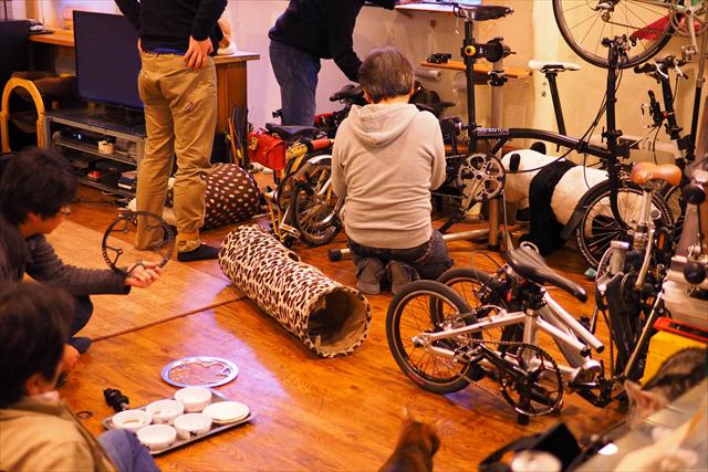 CAT CAFE 鮪 自転車いじり
