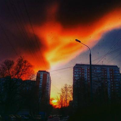 日没時のモスクワで巨大な雲moscow-4