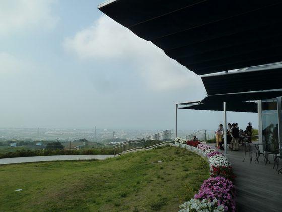 フードコートにあるテラスからは駿河湾の景色が一望出来る