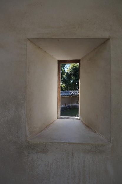 四角い小窓