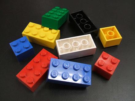 レゴブロックを素足で踏んだ痛みを1レゴとするなら、おまいら人生史上最大の痛みはなんレゴだった?