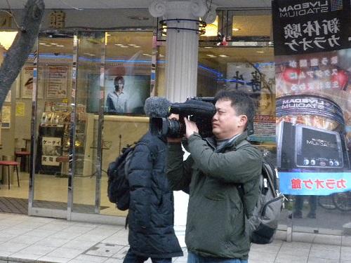 韓国KBSが取材20160326舛添都知事リコールデモin新宿・しばき隊「差別、ヘイトスピーチやめろ!」