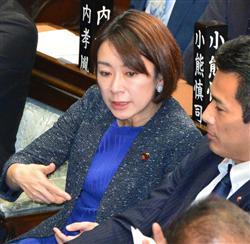 衆院本会議に出席した山尾氏。表情はさえない=1日午後、国会