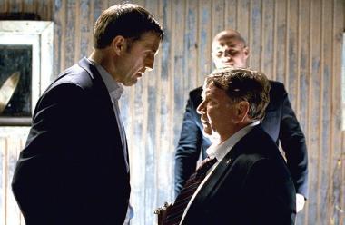 『裁かれるは善人のみ』 弁護士ディーマ(左)は市長(右)と対決することになるのだが……