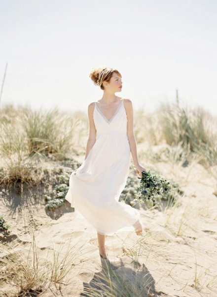 Saja-floaty-boho-wedding-dress.jpg