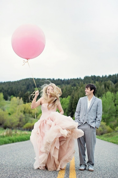 bride_pink_balloon.jpg