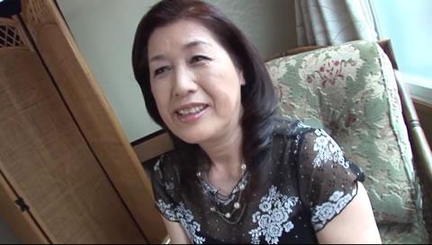 61歳 あけみ① 面倒見の良い近所のおばさんを誘ってみた。波打つシワシワの腹肉がまるでマンコみ...