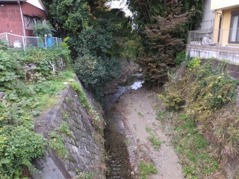 吉田橋より境川上流を望む