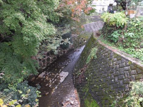 相原橋より境川下流を望む