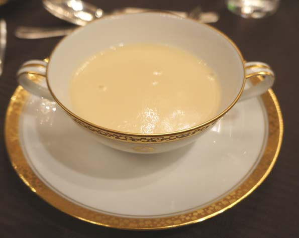 20160331 ホテルニューオータニ アスパラガスのスープ 21㎝DSC06517