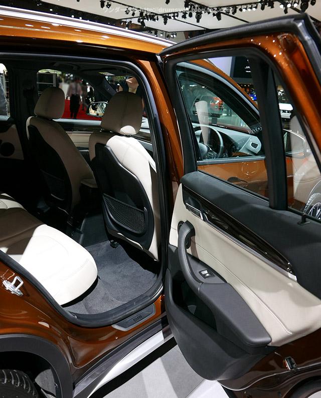 BMWX1_12.jpg