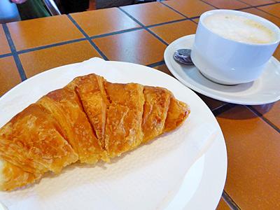 クロワッサンとカフェオレ