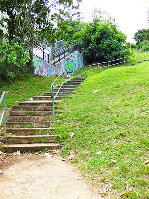 F.O.Lの丘へつづく階段