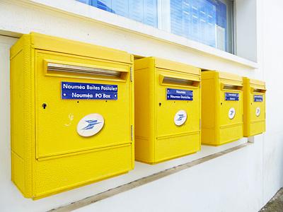 黄色い郵便ポスト