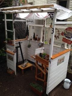 庭のオープン小屋