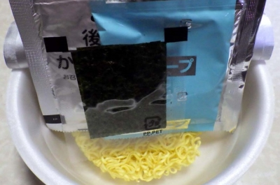 3/14発売 全国麺めぐり 富山白えびラーメン(内容物)