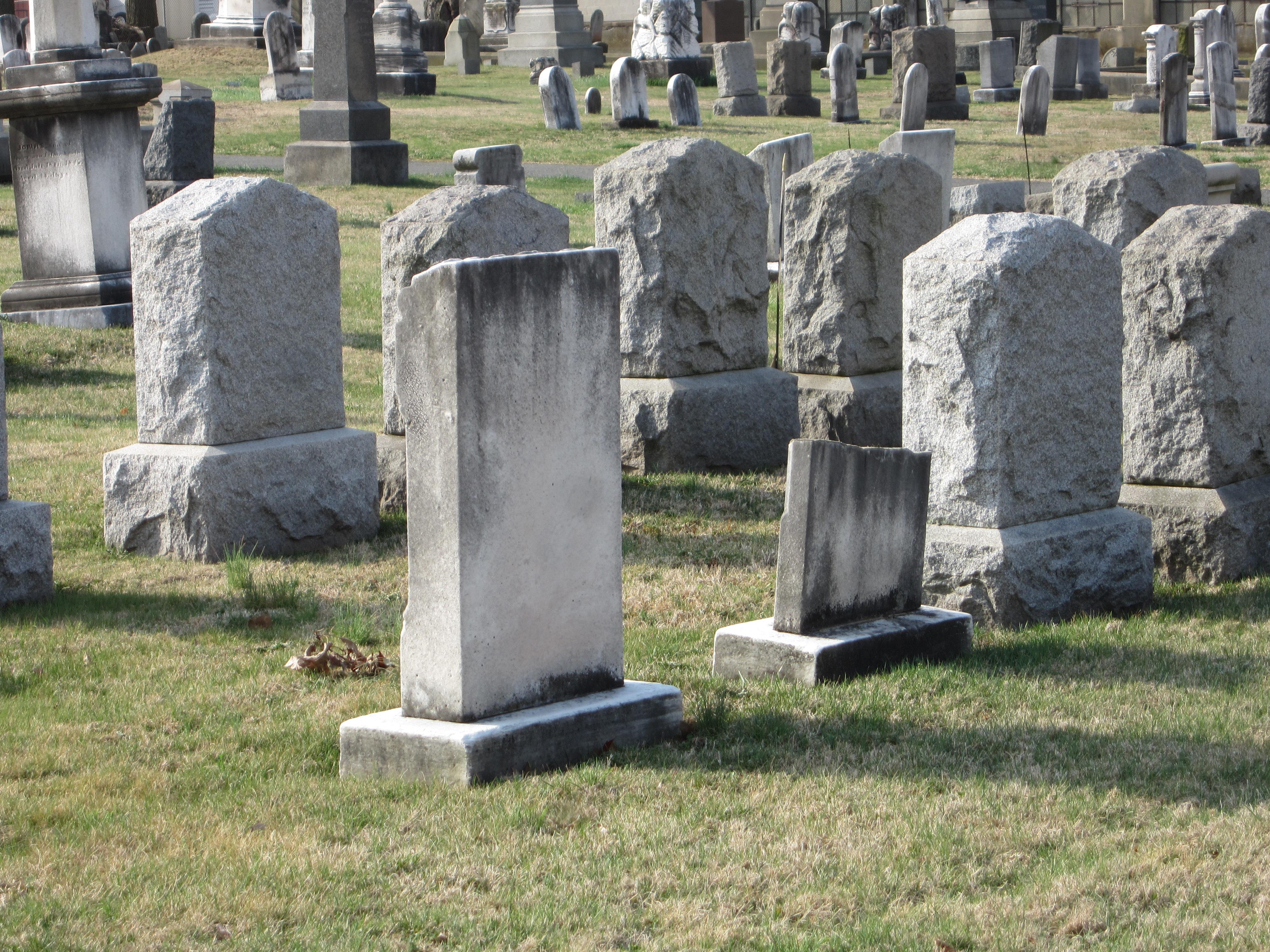 墓場は死者が埋葬される場所であるが、死自体にも非常に重たいドラマが発生する