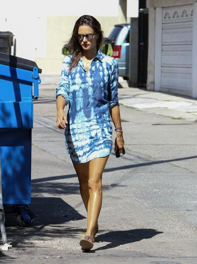 Alessandra+Ambrosio+in+blue+20151010_06.jpg