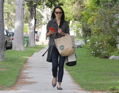Jordana+Brewster+Picks+Up+Groceries+JQa_S2oj2u1l.jpg