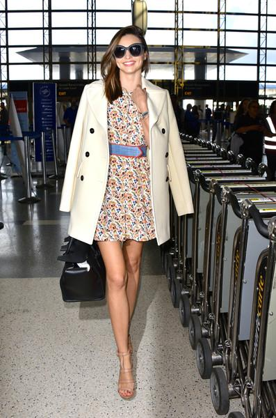 Miranda+in+a+mini+dress+at+LAX+20151010_02.jpg