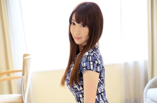 【小島奈々34歳読者モデル】白い乳房に少し赤らむ勃起した乳首がいやらしい【ラグジュTV】