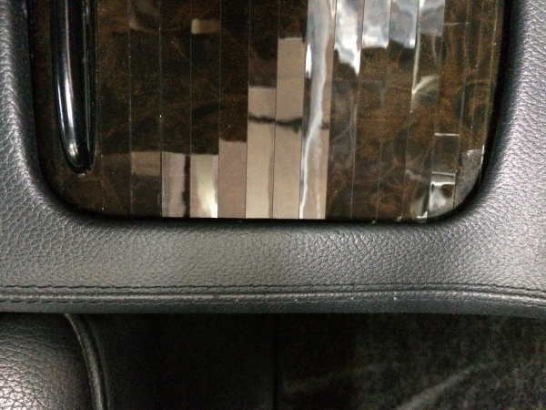 センターコンソール 破れ補修 ベンツ CLS500