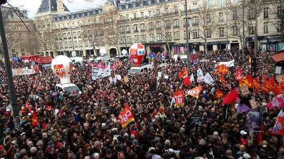 労働法改正案反対デモ、パリ