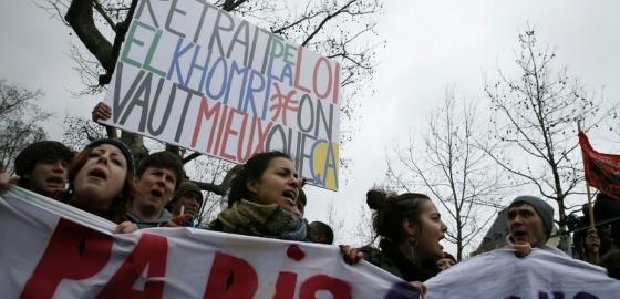 労働法改正案反対デモ