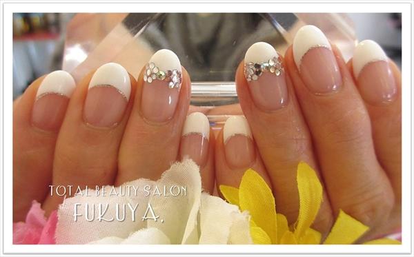 定番Style♪白フレンチ×上品スワロリボン(*^-^*)