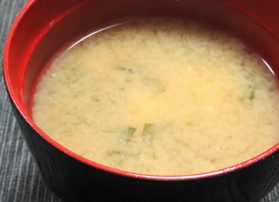 豆腐と若布の味噌汁