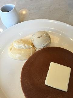 珈琲館 利府店 カスタードホイップ&ラムレーズンアイスのホットケーキ 1枚1