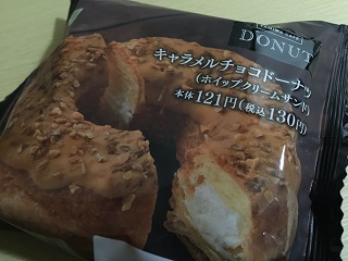 ファミマカフェドーナツ キャラメルチョコドーナツ(ホイップクリームサンド)