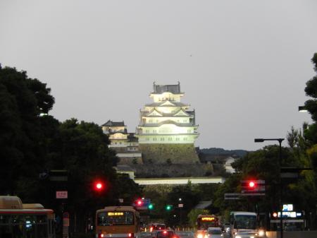 夕闇の姫路城