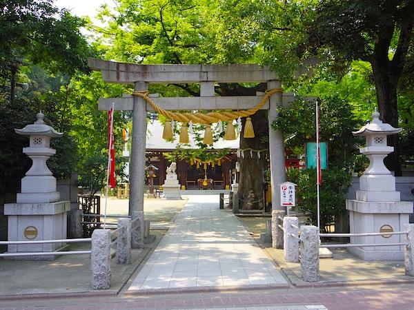 「新田義興塚」