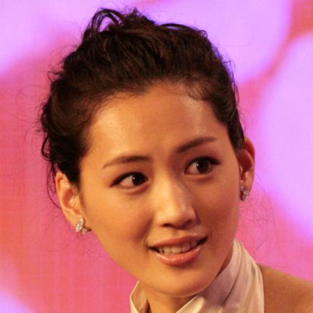 綾瀬はるか、あざとい「胸開きドレスの前屈み」披露で女性視聴者から総スカン!