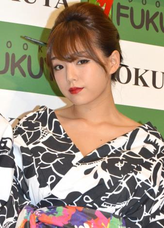 篠崎愛、浴衣で豊満な胸を張り「日本ぽさを意識した」