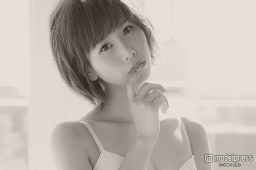 大家志津香、下着姿で8kg美ボディ披露 念願のファッション誌デビュー
