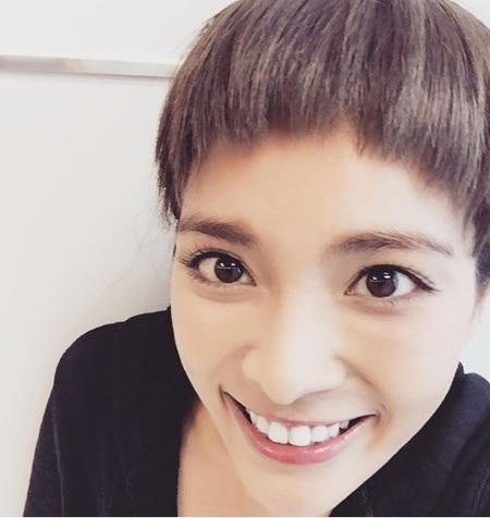 """秋元才加が""""前髪パッツン""""に!? 「可愛い」と大好評。"""