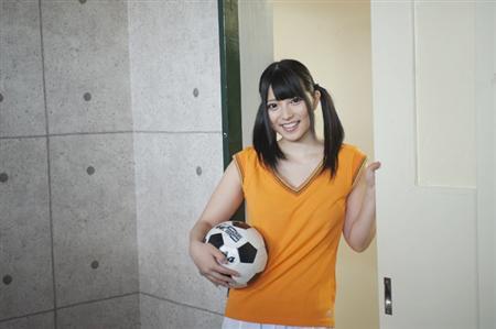 Fカップセクシー女優・上原亜衣、教室でセクシーショット連発